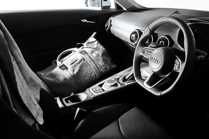 インセル incell  ガレージハウス 賃貸 audi  TT Audi練馬 Audi新宿